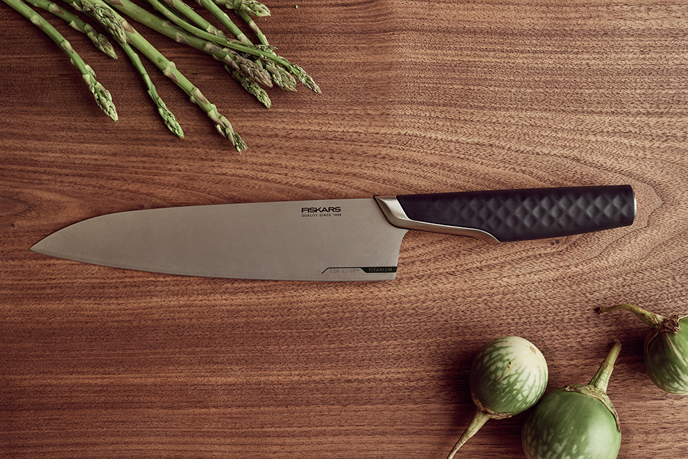 Fiskars_Cooking_Environmental_Titanium_Cooks_knife_20cm_1027294_AZ_web