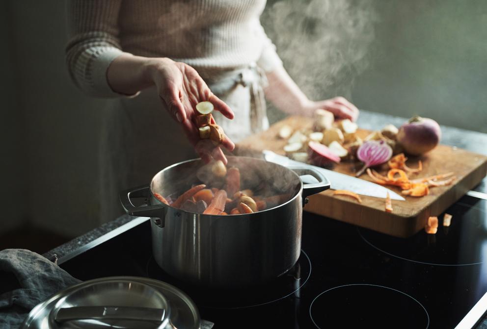 Fiskars_Cooking_Action_Norden_Steel_Casserole_3L_1026920_lowres_02